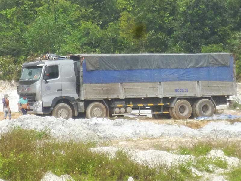 Truy nguồn 'rác chui' khổng lồ ở Đồng Nai - ảnh 1