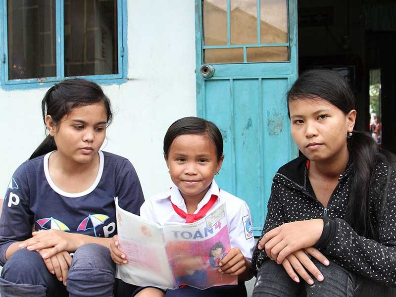 3 chị em Raglai mồ côi nuôi nhau - ảnh 1
