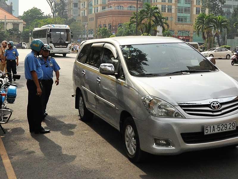 Uber hứa làm đúng luật để được hoạt động - ảnh 1