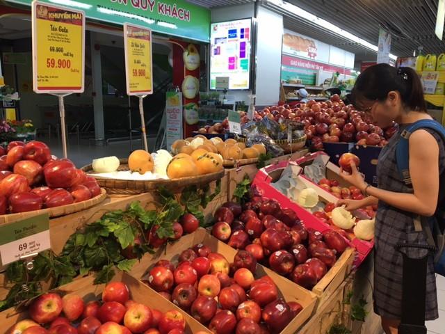 Giật mình với táo Mỹ siêu rẻ đổ đống ở siêu thị Việt  - ảnh 2