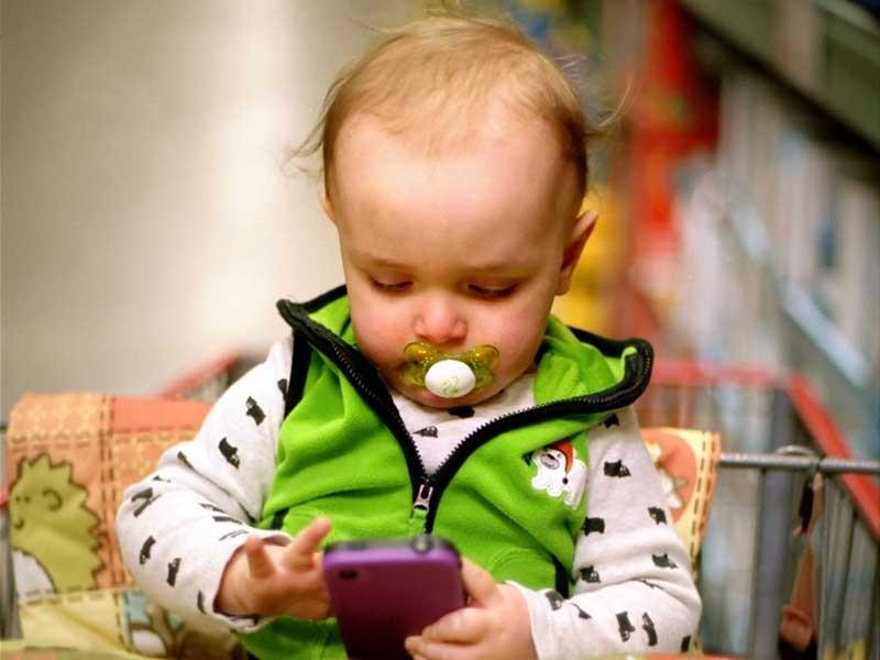Điện thoại gây hại cho trẻ không khác ma túy  - ảnh 1