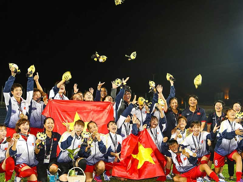 Các cô gái vàng Việt Nam 'gỡ gạc' cho bóng đá nam - ảnh 1