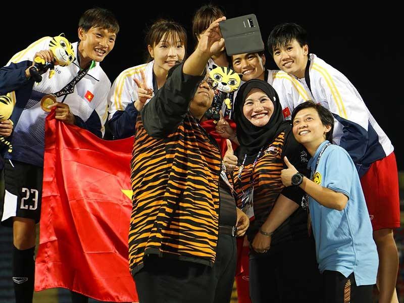 Các cô gái vàng Việt Nam 'gỡ gạc' cho bóng đá nam - ảnh 2