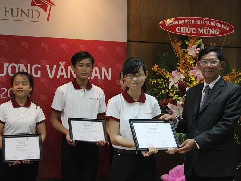 86 sinh viên nhận học bổng Lương Văn Can - ảnh 1
