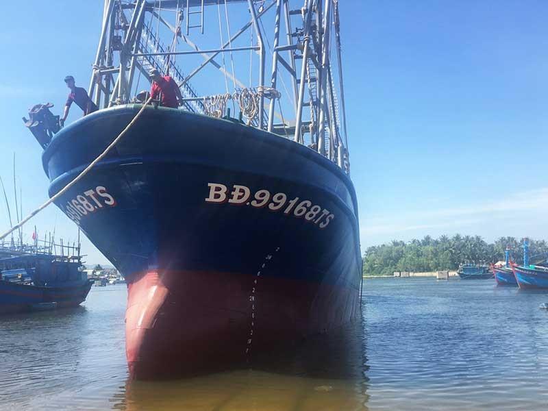 Sẽ giải quyết dứt điểm tàu vỏ thép ở Bình Định  - ảnh 1
