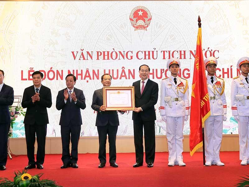 Văn phòng Chủ tịch nước nhận huân chương Hồ Chí Minh - ảnh 1
