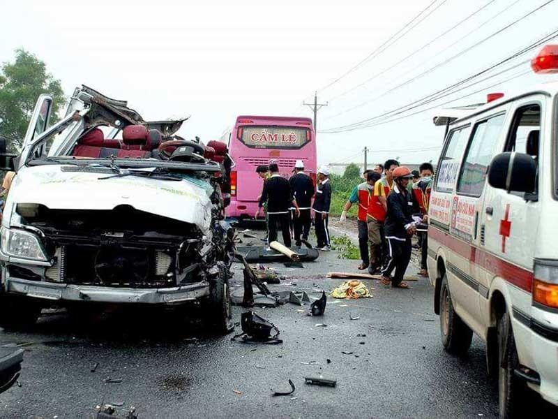 Dân tặng ... xăng cho Đội cứu nạn giao thông  - ảnh 1