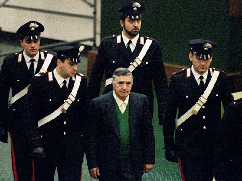 Ý khắc chế được 'quân cờ đen' là nhờ có… mafia - ảnh 1