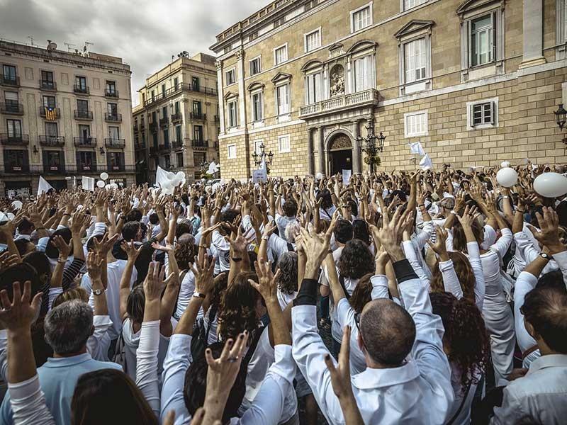 Tây Ban Nha sục sôi trước 'giờ G' - ảnh 1