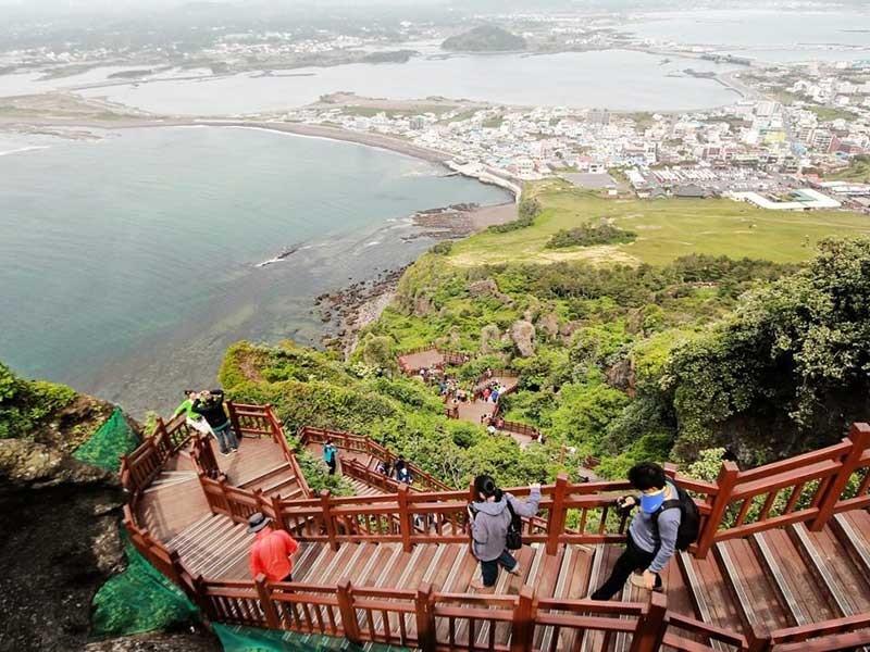 Phía sau vụ Trung Quốc tẩy chay 'Hawaii của Hàn Quốc' - ảnh 1