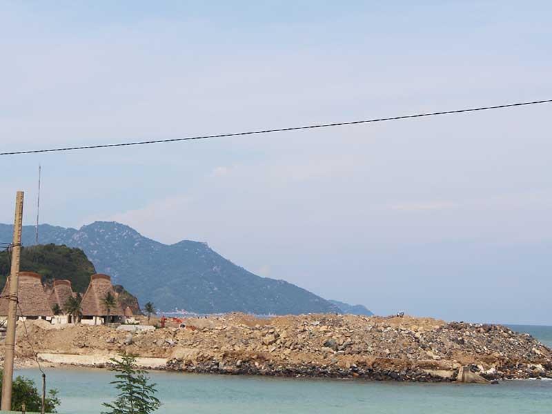 Khắc phục lấp biển Nha Trang kiểu đối phó - ảnh 1