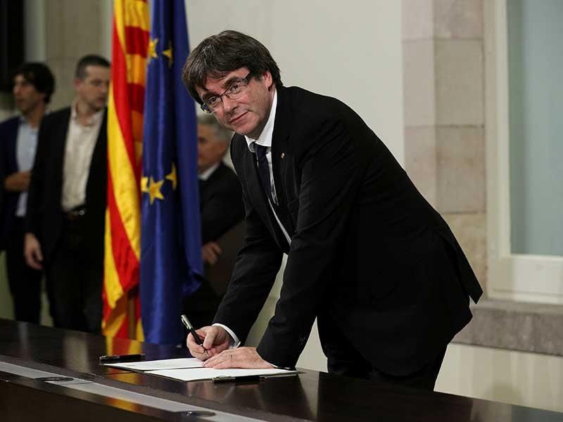 Bước ngoặt bất ngờ cho khủng hoảng Tây Ban Nha - ảnh 1