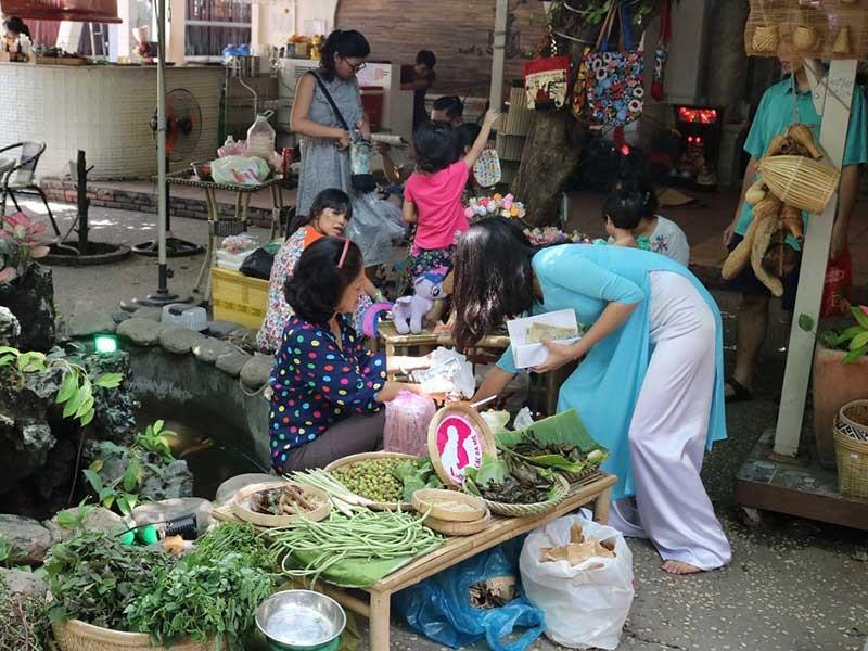 Chợ phiên đặc biệt giữa Sài Gòn - ảnh 1