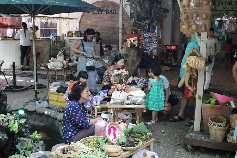 Chợ phiên đặc biệt giữa Sài Gòn - ảnh 2