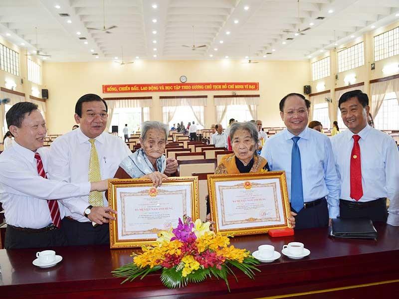 TP.HCM: 30 mẹ nhận danh hiệu Bà mẹ Việt Nam anh hùng - ảnh 1