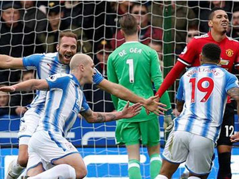 Huddersfield, nơi in dấu giày Kiatisak và nước mắt Mour - ảnh 1