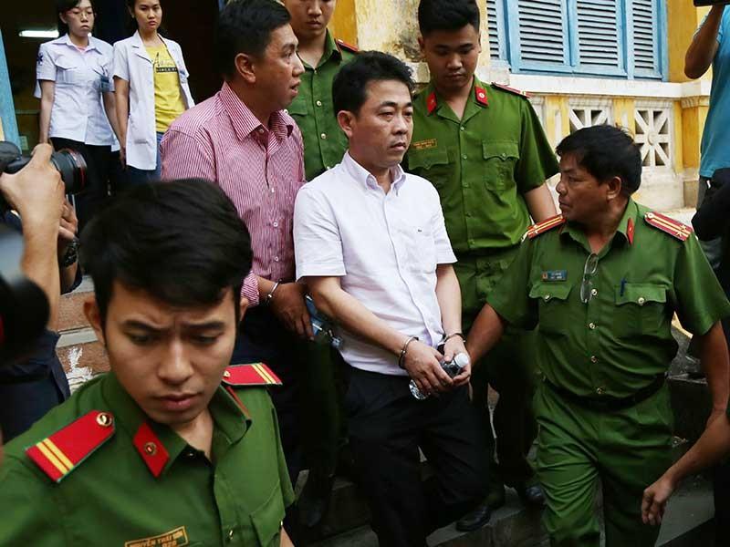 Bắt tạm giam 2 bị cáo đầu vụ VN Pharma tại tòa - ảnh 1