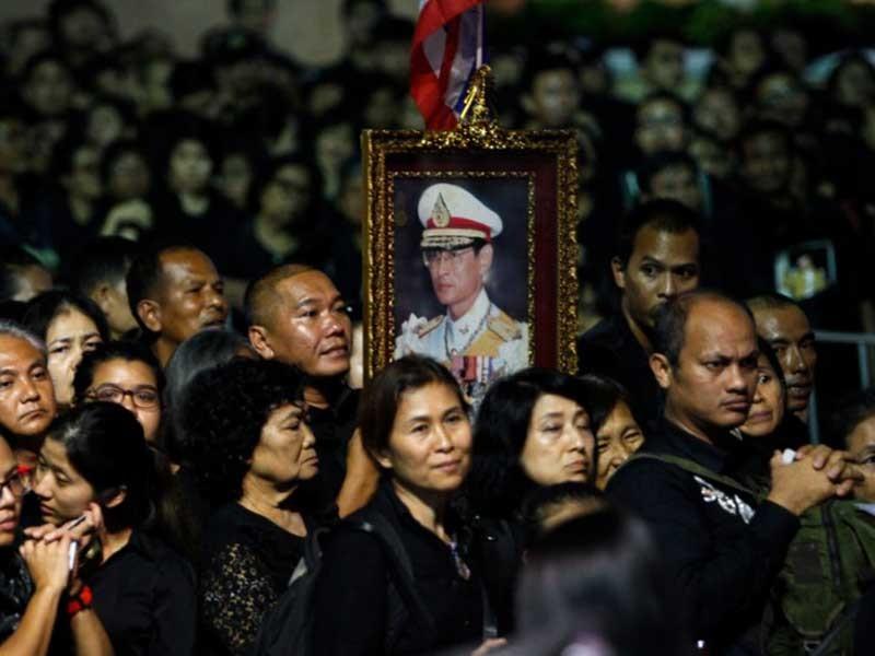 Thái Lan: Biển người tiễn biệt vua Bhumibol - ảnh 1