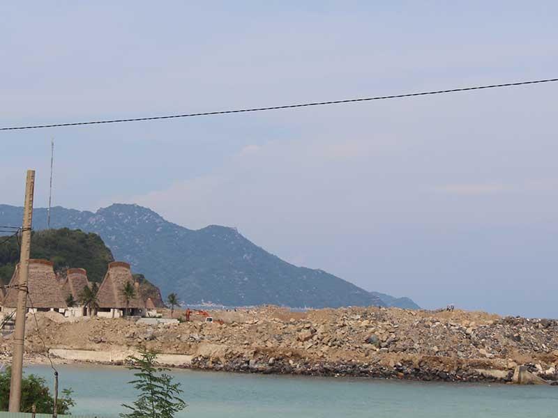 Lấn vịnh Nha Trang: Chậm khắc phục - ảnh 1