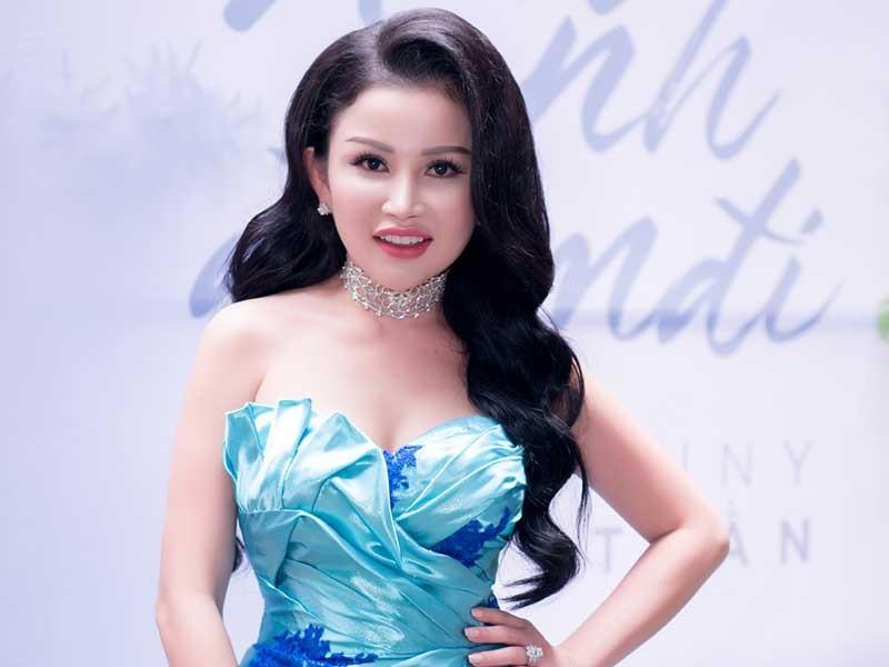 Hoa hậu đi hát sau khi mổ amidan - ảnh 1