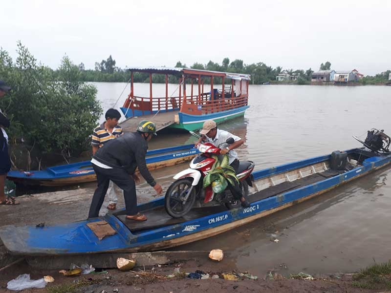 Dân Cà Mau liều qua sông vì tỉnh xóa bến phà - ảnh 1
