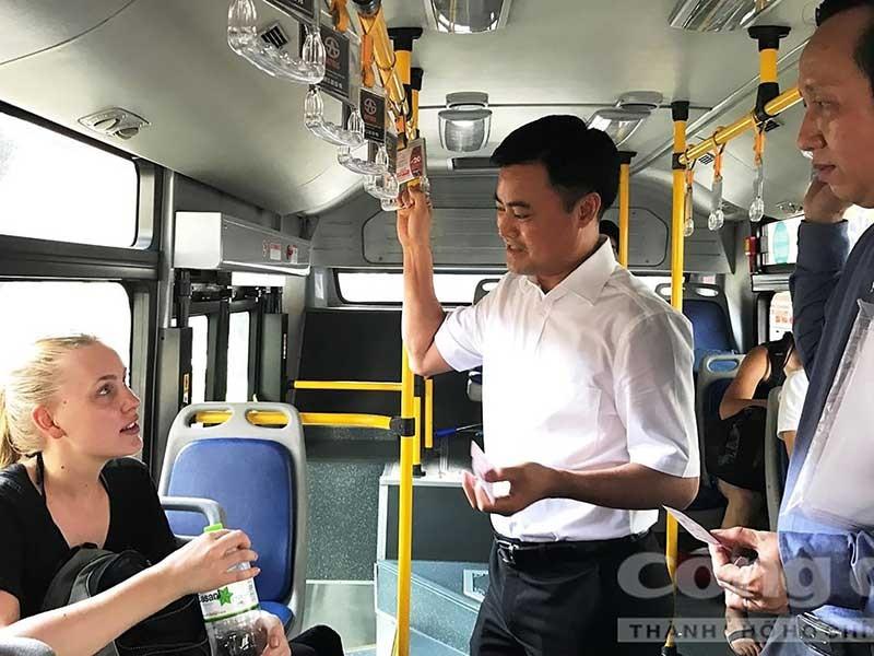 'Xử nghiêm việc 'làm luật' ở các bến xe buýt' - ảnh 1