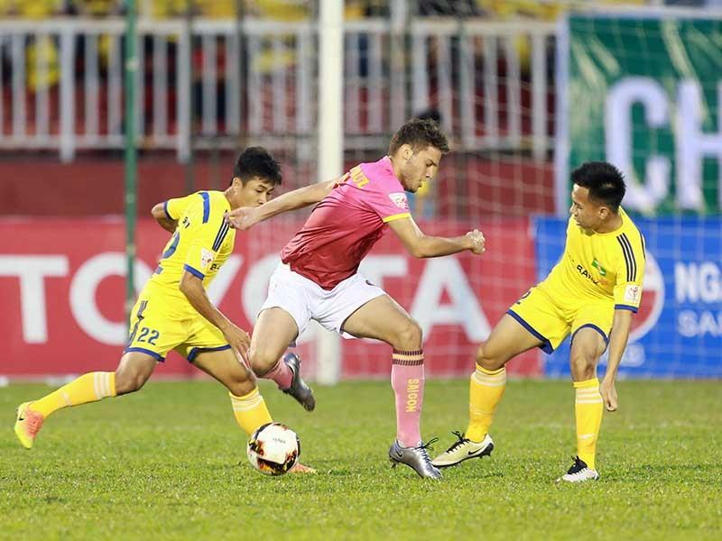 Bóng đá Việt và cuộc chơi của các ông bầu - ảnh 1