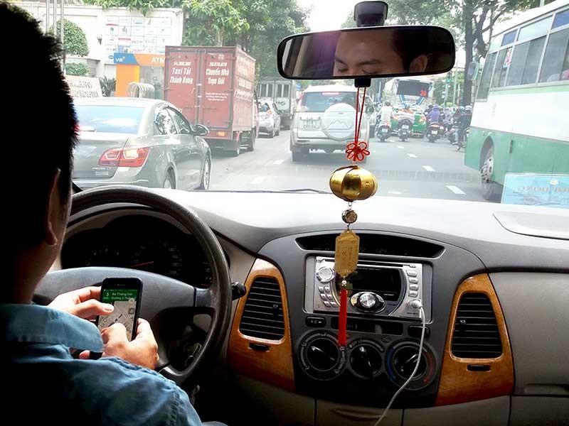 Xe Uber, Grab phải có hộp đèn, biển số vàng? - ảnh 1