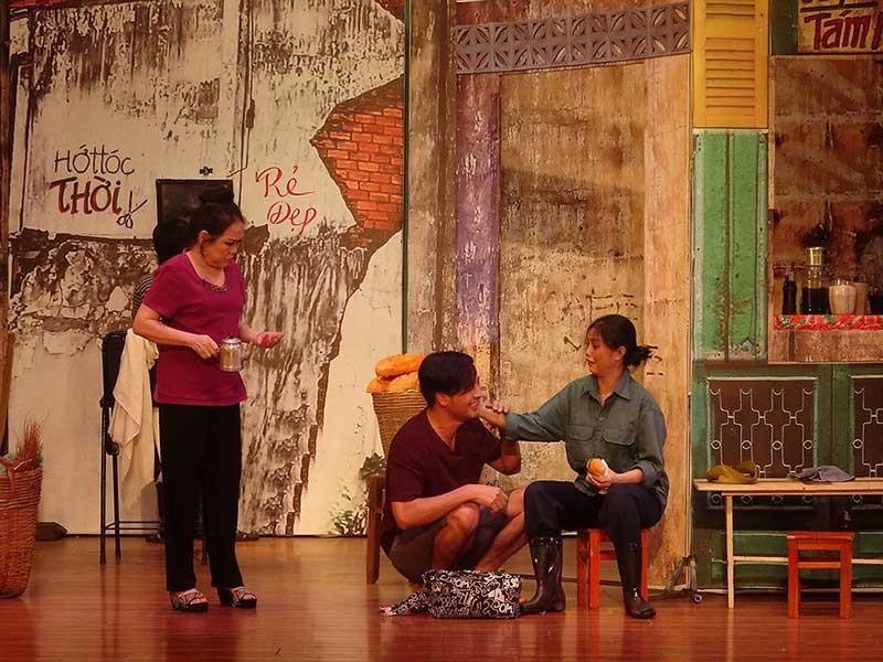 Sài Gòn có một ngã tư… đầy tình thương yêu - ảnh 1