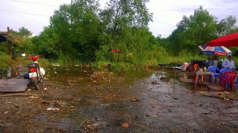 Quốc lộ 1 ngập sâu vì… khu đất trống - ảnh 2