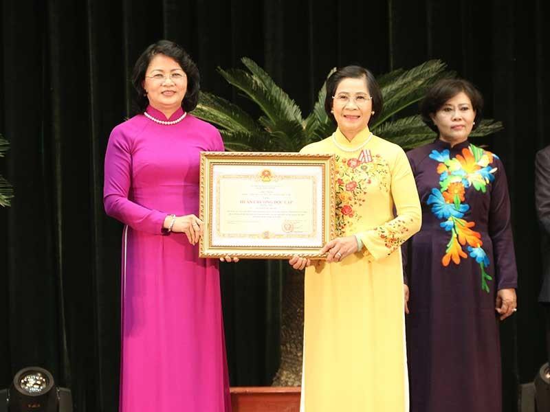 Tặng huân chương Độc lập cho các nguyên lãnh đạo TP.HCM - ảnh 1
