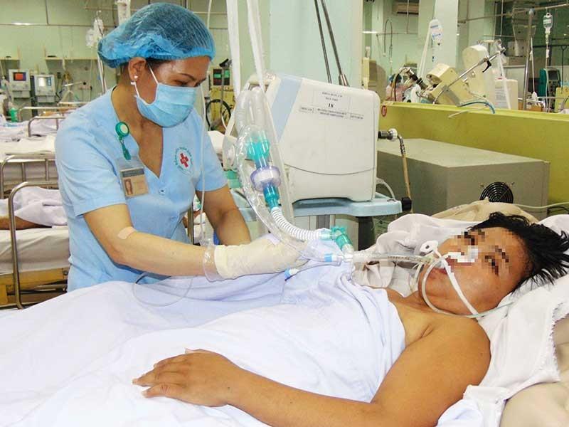 Những y công lặng thầm ở bệnh viện - ảnh 1
