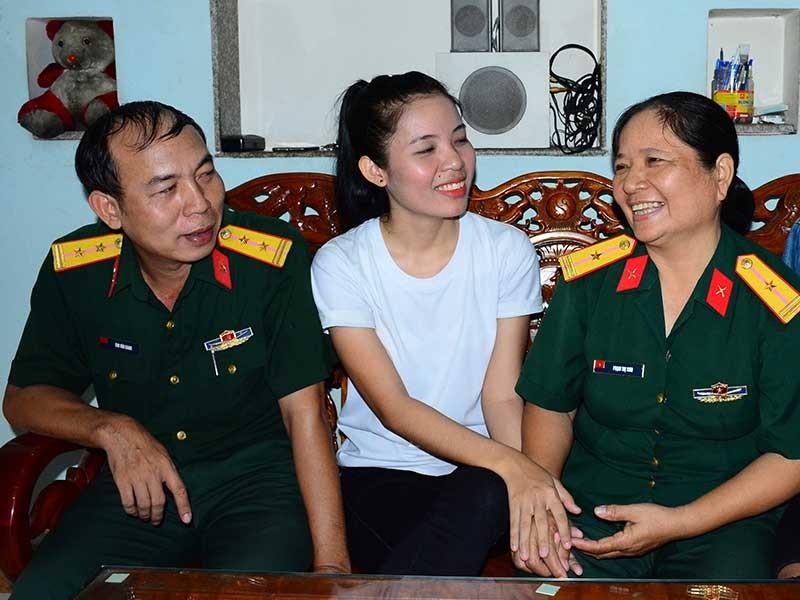 Nữ sinh tình nguyện lên đường tòng quân - ảnh 1