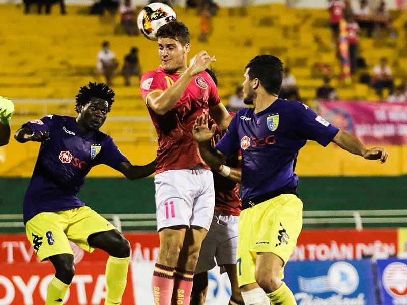 NutiCafé V-League 2018: Sự 'cô đơn' trên đỉnh - ảnh 1