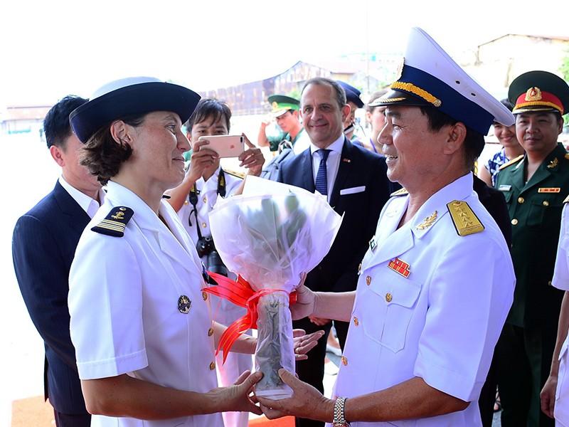 Tàu hải quân Pháp thăm hữu nghị TP.HCM - ảnh 1