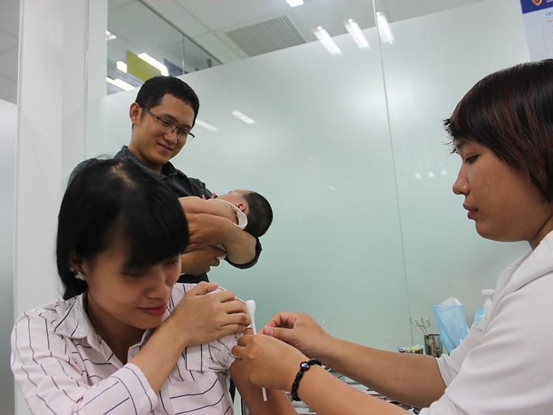 Đổ xô đi chích ngừa cúm A/H1N1 - ảnh 1