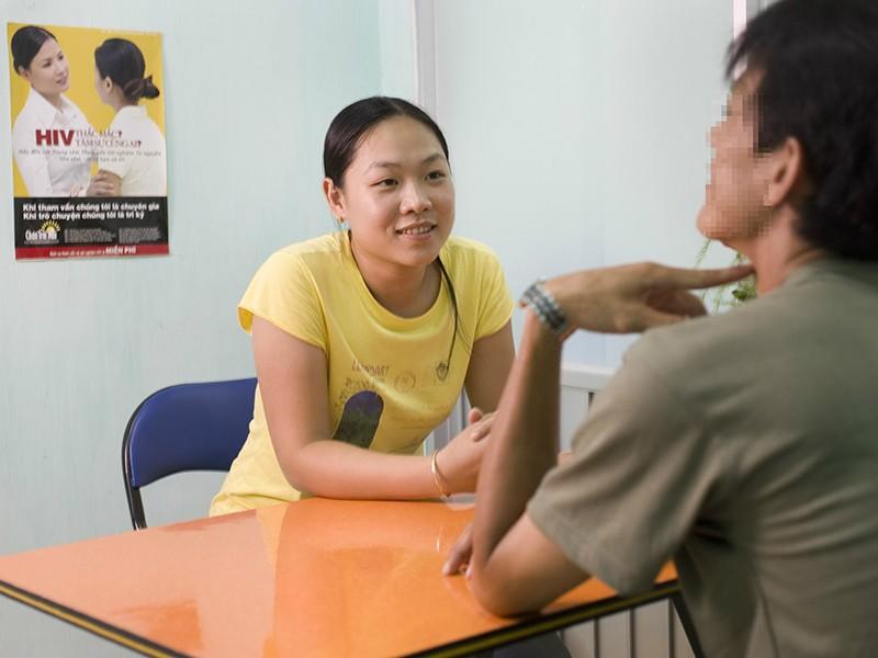 Sống chung với người nhiễm HIV không còn lo sợ - ảnh 1