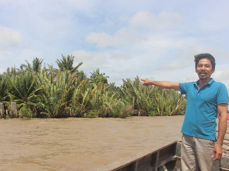 Dân chặn mỏ cát hoạt động trên sông Hàm Luông - ảnh 1