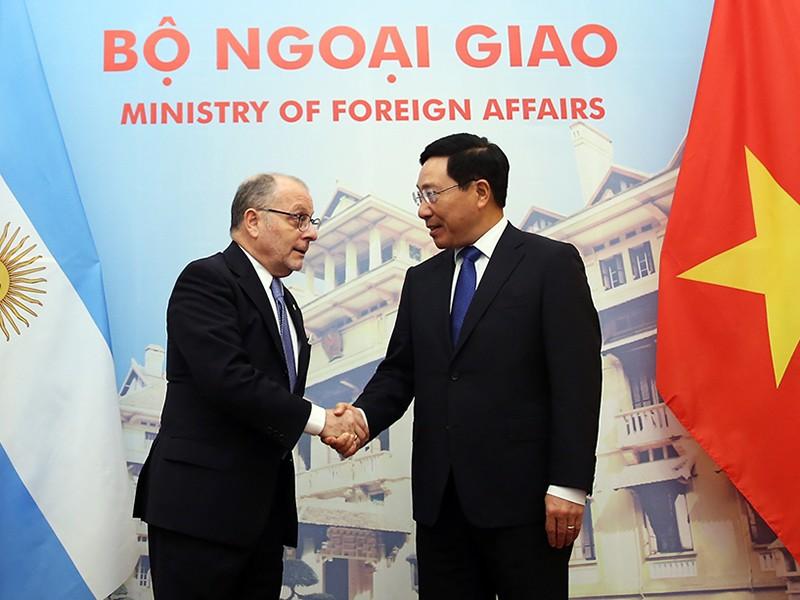 Phó Thủ tướng Phạm Bình Minh hội đàm với bộ trưởng Argentina  - ảnh 1