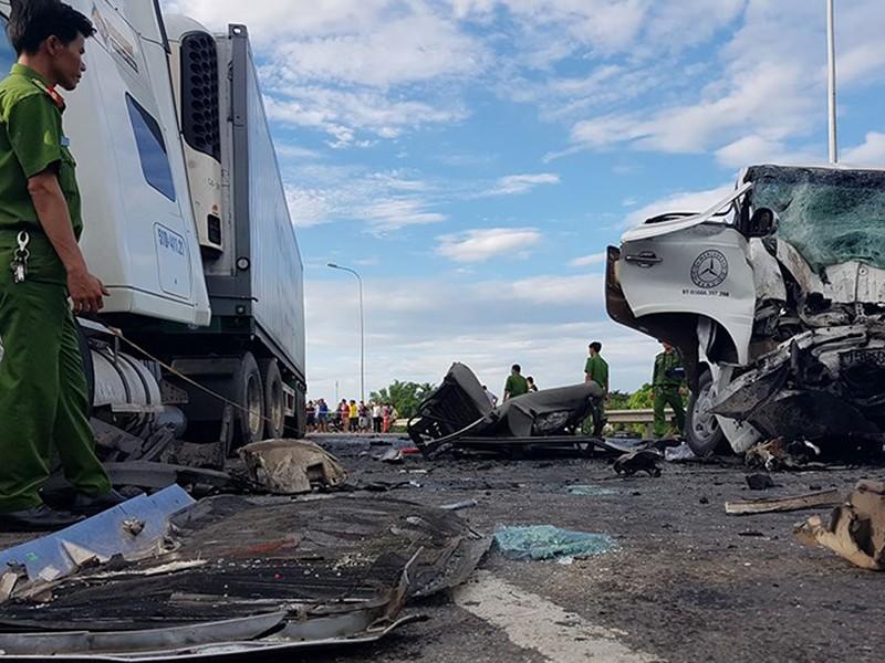 Tai nạn làm 13 người tử nạn: Nghi tài xế ngủ gật - ảnh 1