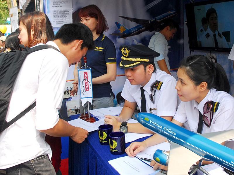 Chờ Vietnam Airlines trả lời tố giác của các phi công - ảnh 1