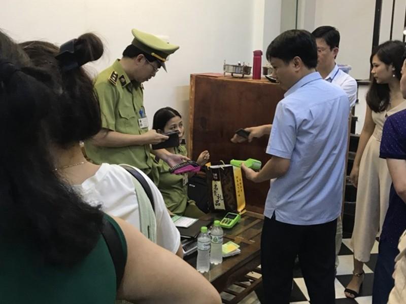 Mua hàng ở Việt Nam nhưng trả tiền cho... Trung Quốc! - ảnh 1