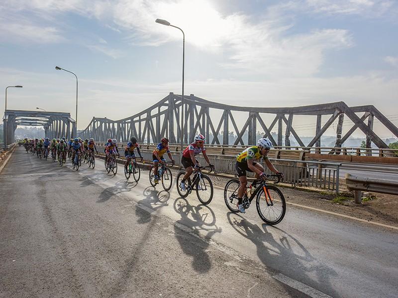 Giải xe đạp ĐBSCL Cúp Lộc Trời 2018:  Kỷ lục hơn 100 tay đua - ảnh 1