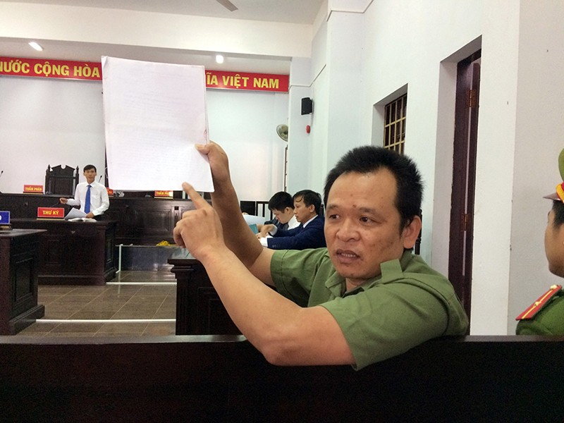 Tranh luận căng thẳng vụ cựu thiếu tá công an kêu oan - ảnh 1