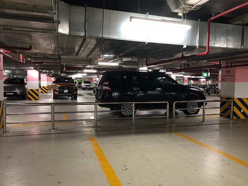 Vất vả tìm chỗ đậu ô tô trong chung cư - ảnh 1