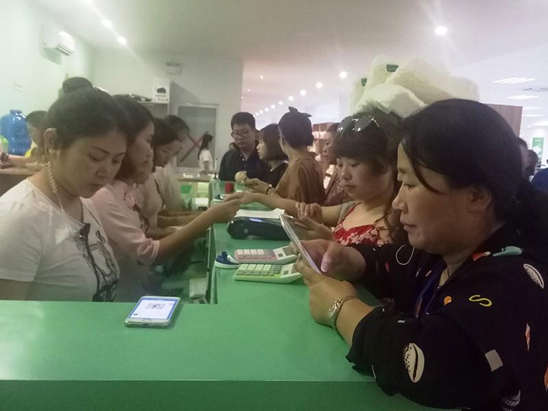Bất thường khách Trung Quốc tính tiền chui ở Nha Trang - ảnh 1