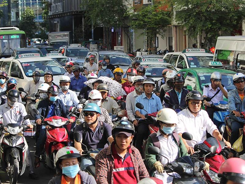 Đề xuất cấm xe máy vào trung tâm TP.HCM: Khó! - ảnh 2