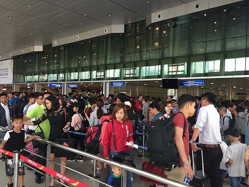Hành khách bắt đầu ngóng vé máy bay Tết - ảnh 1