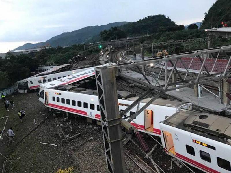 Tai nạn xe lửa ở Đài Loan: Hàng trăm người thương vong - ảnh 1