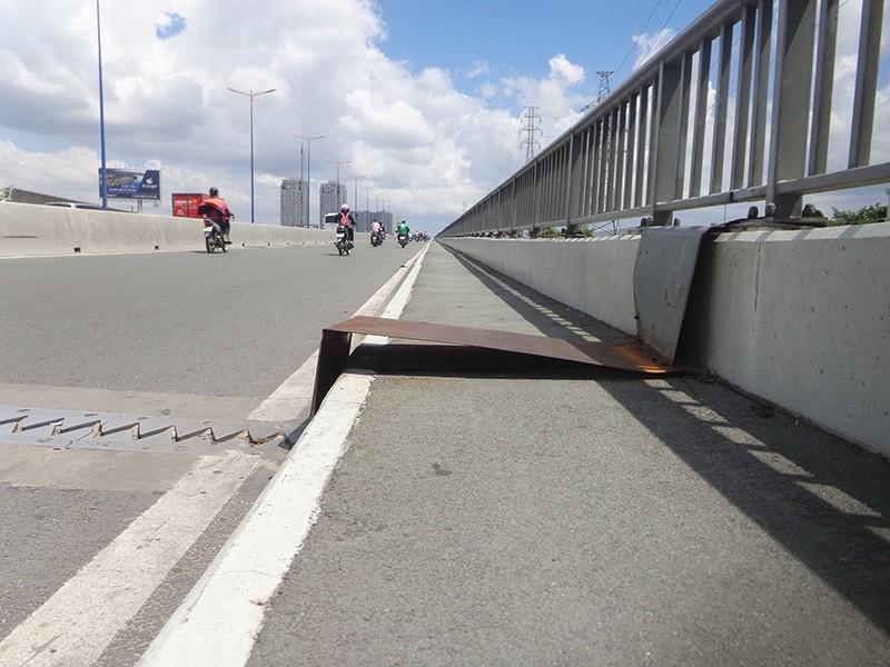 Đường bộ hành thiếu an toàn - ảnh 1